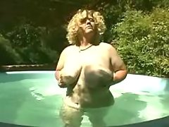 Fatty shows off in pool