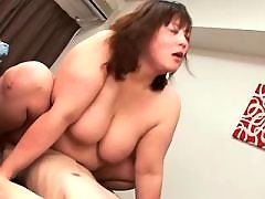 Sexy chubby girl gets licked on bed