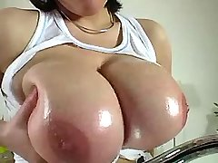 Young amateur chick shows big boobs