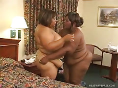 Horny black bbws get each other off good