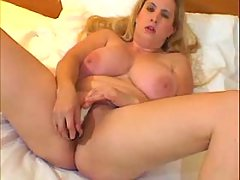 Sweet fatty plays w dildo